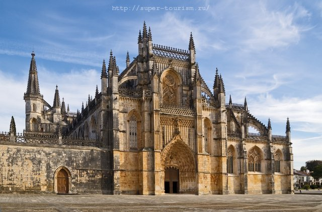 отдых в Португалии Доминиканский монастырь Санта-Мария да Витория