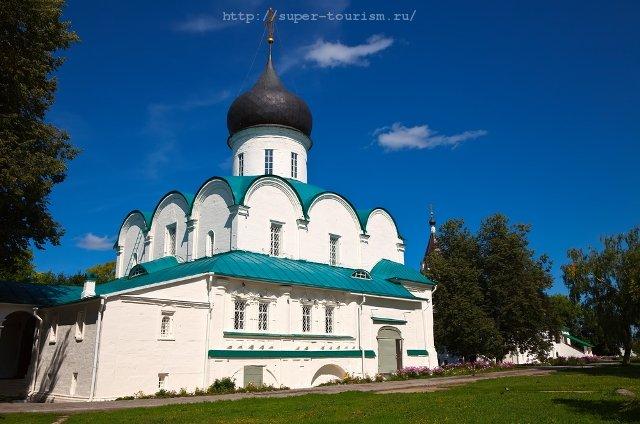 Отдых в России. Троицкий собор в Свято-Успенском монастыре, Александров.