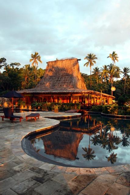 отдых на Фиджи Бассейн и бар