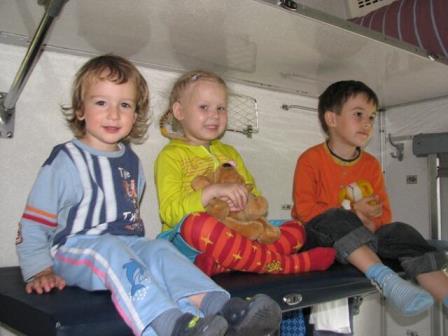 развлечь детей в поезде
